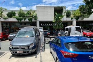 Car_being_towed_away_from_a_carpark_in_Brisbane