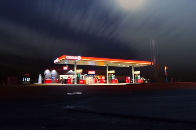 blur-dusk-evening-gas-station-399635