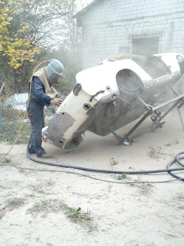 Sandblasting a car